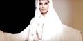 Bergaya Ala Arab, Kim Kardashian Pamer Belahan Payudara