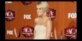 Carrie Underwood Tampil Chic Di American Country Awards