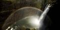 Indahnya Pelangi yang Melintasi Air Terjun 'Victoria'