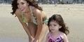 Liburan Di Pantai, Farrah Abraham Berbikini Bersama Anaknya