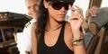 Rihanna Jadi Pilot Cantik di Pesawat Jet Pribadi