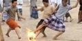 Sepak Bola Api Olahraga Populer Murid Pesantren di Indonesia