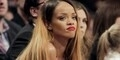 Rihanna Gugat Topshop Karena Jualan Kaos dengan Gambar Dirinya