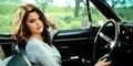 Dapat Kado dari Penggemar, Selena Gomez Terjatuh dari Mobil