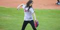 Aksi Lucu Tae Yeon dan Seohyun Girls' Generation di Pertandingan Baseball