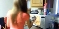 Sadis! 2 Gadis ini Pamer Memanggang Kucing dalam Microwave