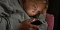 Browsing Smartphone Malam Hari Buruk untuk Pekerjaan Kamu