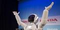 Robot ASIMO Honda Terbaru yang Sangat Manusiawi
