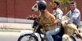 Video Lucu 2 Pria Iran Bonceng Kambing Pakai Helm