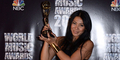 World Music Awards Pajang Foto Anggun C Sasmi Raih Piala WMA 2014 di Facebook
