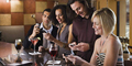 Smartphone Bikin Orang Makan Lama di Restoran