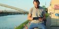 Pria Lebih Suka Baca Gosip Selebriti Dibanding Perempuan