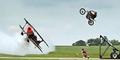 Video Aksi Nekat Motor Trail Lompati Pesawat Terbang