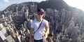 Aksi Selfie di Puncak Gedung Pencakar Langit Setinggi 346 Meter