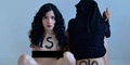 Aktivis Cantik Mesir Aliaa Magda Elmahdy Kotori Bendera ISIS dengan Darah Menstruasi