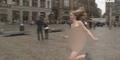 Gadis ini Nekat Bugil Di Jalanan Amsterdam Demi Biaya Kuliah
