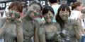 Meriahnya Festival Mandi Lumpur di Korea Selatan