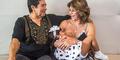 Nenek 62 Tahun Masih Bisa Menyusui Anaknya