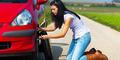 Wanita Makin Seksi Jika Ganti Ban Mobil Sendiri
