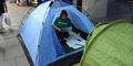 Dirikan Tenda Kemah di Depan Toko untuk Dapat iPhone 6 Pertama
