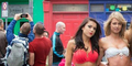 Heboh Foto Selfie 2 Pria di Belakang Belasan Wanita Seksi Miss Bikini