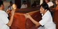 Menyambut Ajal, Bikshu di Thailand Bersemedi Dalam Peti Mati