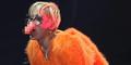Miley Cyrus Pakai Hidung Bentuk Penis Saat Konser di Meksiko