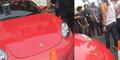 Mobil Porsche Merah Julia Perez Ditabrak PNS