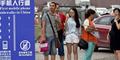 Trotoar Khusus Pengguna Smartphone Hadir di China