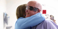 Berkat Mata Bionik, Larry Bisa Lihat Wajah Istrinya Setelah Buta 30 Tahun