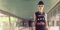 Foto Julia Perez Pakai Baju Transparan di Bandara