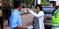 Heboh Wanita Pakai Rok Mini Labrak Sopir Taksi Hingga Sebabkan Macet