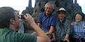 Mark Zuckerberg Jadi Tukang Foto Turis Borobudur