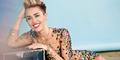 Miley Cyrus Beli Foto Wanita Bugil Seharga Rp 3,6 Juta