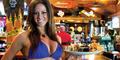 Seksinya Pelayan Berbikini di Breastaurant