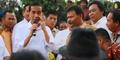 Temui Pengungsi Sinabung, Jokowi Bagikan Bantuan Rp 500 Ribu dan Nomor HP