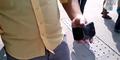 Uji Ketahanan, Orang Ini Bengkokkan iPhone 6 Di Depan Umum