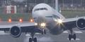 Video Pesawat Hampir Celaka Saat Mendarat
