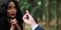 Lamaran Romantis Arda Naff-Tantri Kotak di Video Klip Pelabuhan Terakhir