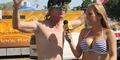 Reporter Cantik Susanne Ward Selalu Berbikini Saat Wawancara