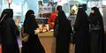 Wanita Lajang di Saudi Dilarang Makan di Restoran