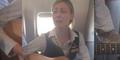 Pramugari Cantik Robynn Shayne Bernyanyi Royals untuk Hibur Penumpang