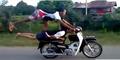 Video Aksi Stunt Motor Ngawur Yang Berbahaya!