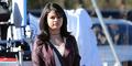Foto Selena Gomez Pamer Perut Seksi di Pinggir Jalan