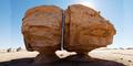 Misteri Batu Raksasa Al Naslaa Terbelah Secara Sempurna