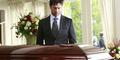 Ogah Diajak Kencan Pria di FB, Perempuan Inggris Pura-Pura Mati