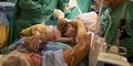 Operasi Caesar, Gerri Wofe Keluarkan Bayi Kembar dari Perutnya Sendiri