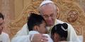 Paus Ladeni Bocah Filipina Bertanya: 'Apa Tuhan itu Ada?'