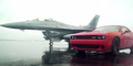 Video Balapan Dodge Challenger vs Pesawat F16