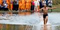 Video Biksu She Li Liang Pecahkan Rekor Berlari Di Atas Air